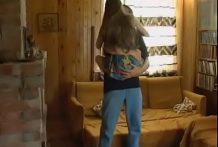 Novinha dando para o padrasto assim que a mãe sai para trabalhar